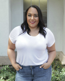 How to wear your shirt tucked in when you're plus size