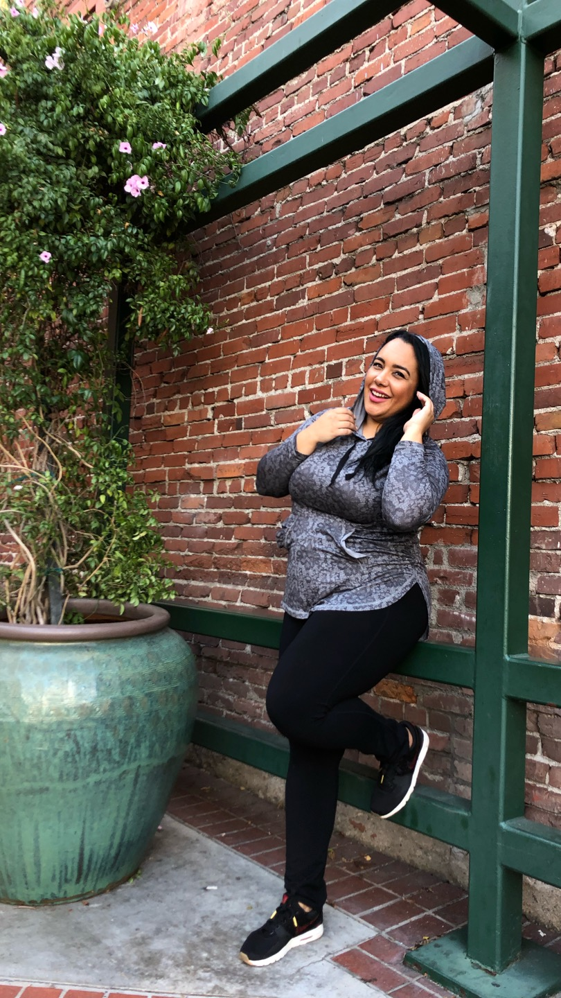 Plus size style blogger, The Chief of Style, Amy Stretten, wearing LIVI Cacique and Lane Bryant for Thanksgiving Black Friday sales
